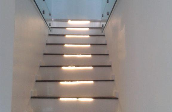 Beltéri lépcső készítés: házbővítéskor is bátran kereshet minket!