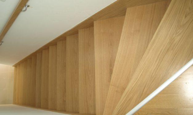 Beltéri beton lépcső fa burkolása: varázsoljon harmóniát otthonába!